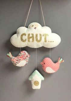 60 Ideas Patchwork Bebe Ideas Shower Gifts For 2019 Felt Crafts, Diy And Crafts, Sewing Online, Diy Bebe, Baby Couture, Mobiles, Baby Decor, Baby Sewing, Shower Gifts