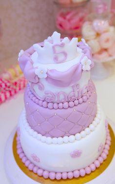 Gâteaux personnalisés, Paris,Gourmandise, Anniversaire, Gâteau d'anniversaire, Cake design Paris, Birthday cake, Pièce montée, Girly, Mode, Fashion, Parme, Princesse, Diadème, Sofia