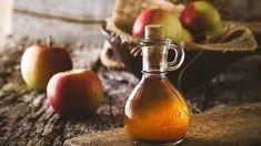 Jablečný ocet by měl mít zlatavou barvu Home Remedies For Ringworm, Gout Remedies, Natural Remedies, Apple Health Benefits, Apple Cider Benefits, Apple Cider Vinegar Uses, Back Acne Treatment, Lower Blood Sugar, Coconut Oil