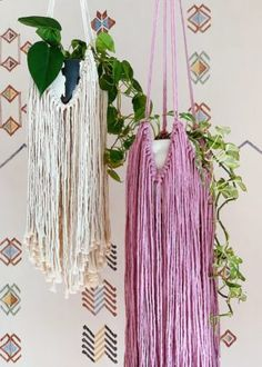 macrame plant hanger+macrame+macrame wall hanging+macrame patterns+macrame projects+macrame diy+macrame knots+macrame plant hanger diy+TWOME I Macrame & Natural Dyer Maker & Educator+MangoAndMore macrame studio Diy Macrame Wall Hanging, Macrame Plant Hangers, Diy Roman Shades, Diy Tassel, Diy Crystals, Macrame Projects, Sewing Projects, Hanging Pots, Maker