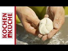 Kaisersemmeln selber machen » Kochrezepte von Kochen & Küche Bon Appetit, Jelly Recipes, Kaiser, Bread Rolls, Bread Baking, Food Inspiration, Bread Recipes, Biscuits, Baguette