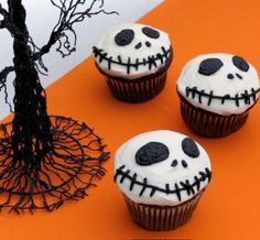 Halloween-Food ideas-Jack Skellington cupcakes  http://goldenislescooks.blogspot.com