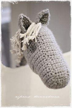 virkattu keppihevonen Crochet Baby, Knit Crochet, Crochet Animals, Diy Toys, Beautiful Crochet, Crochet Projects, Baby Kids, Horses, Sewing