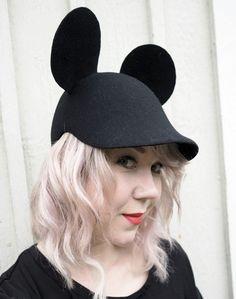 Pitkälle ollaan tultu siitä, kun vuosia sitten jännitin hatun käyttämistä. En paljoa, mutta sanotaan niin, että tiedostin olemukseni paremmin hattu...