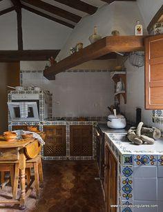 En esta imagen de la cocina vemos el tipismo y la rusticidad, presente en todas las estancias de la vivienda.