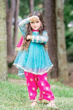 New Pictures of Cutest and Youngest Pakistani/American 4 years Old Model Miah Dhanani Baby Girl Fashion, Toddler Fashion, Kids Fashion, Baby Dress Design, Baby Girl Dress Patterns, Baby Girl Party Dresses, Little Girl Dresses, Pakistani Kids Dresses, Shadi Dresses