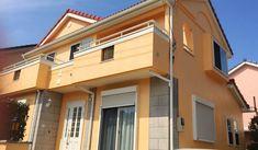 色選び Yellow Walls, Mansions, House Styles, Home Decor, Decoration Home, Manor Houses, Room Decor, Villas, Mansion