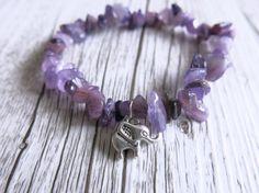Amethyst Chip Bracelet Healing Stone Bracelet por charlotteandmoon