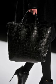 Best Accessories - Crocodile Shopper with fur detailing at J. Mendel - Fall 2012 Source by ludovicadibiasi Bags tote Best Handbags, Tote Handbags, Purses And Handbags, Fashion Bags, Fashion Shoes, Fall Fashion, Big Bags, Beautiful Bags, Beautiful Handbags