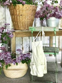 37 budget friendly farmhouse decor ideas for 2019 27 Farmhouse Homes, Farmhouse Style, Farmhouse Decor, Pottery Barn Look, Barn Stalls, Dani, Wood Accents, Textured Walls, Lilac