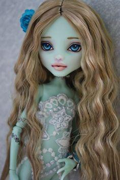 Female Amphitryte ref Ooak Monster High Frankie Stein Custom Repaint BY Hyangie Custom Monster High Dolls, Monster Dolls, Monster High Repaint, Custom Dolls, Ooak Dolls, Blythe Dolls, Art Dolls, Pretty Dolls, Beautiful Dolls