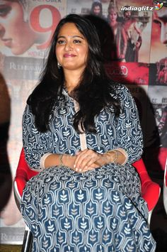 Indian Actress Images, Actress Photos, Beautiful Bollywood Actress, Beautiful Actresses, Beautiful Saree, Beautiful Gorgeous, Hot Actresses, Indian Actresses, Anushka Shetty Saree