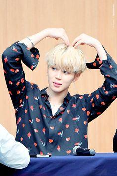 Jimin is very cute! Park Ji Min, Busan, Foto Bts, K Pop, Park Jimin Cute, Yoonmin, Jikook, Bts Bangtan Boy, K Idols