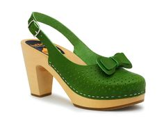 Green Mimmi slingback clogs from Swedish Hasbeens. Yummy, yummy. Also like the red version.