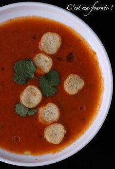 C'est ma fournée !: L'inoubliable soupe à la tomate d'Ottolenghi... Yotam Ottolenghi, Yogurt And Granola, Food Concept, Jewish Recipes, Food Test, Recipes From Heaven, Summer Recipes, Food Inspiration, Kids Meals