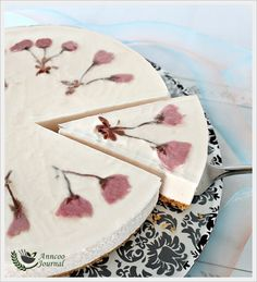 Made this lovely Sakura Cheesecake during the weekend. I used the remaining pickled sakura and ume jam from my Sakura Roll to make this yummy cheesecake. This is an easy to do recipe with a straight forward method and you don't have to turn on the oven as it is a No-bake cheesecake. After soaking the pickled …