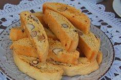 Μπορώ να πω ότι αυτά τα καντούτσι, είναι τα καλύτερα που έχω δοκιμάσει ως τώρα. Πολύ απλή συνταγή, με την πρώτη δαγκωνιά, θα μετανιώσετε αμέσως που δεν φτιάξατε διπλή δόση! Greek Sweets, Greek Desserts, Greek Recipes, Cheesecake Recipes, Cookie Recipes, Dessert Recipes, Greek Cake, Greek Cookies, Chocolate Chip Cookie Cake