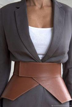 Corset En Cuir, Leather Corset Belt, Wide Leather Belt, Leather Belts, Tan Leather, Fashion Belts, Look Fashion, Fashion Details, Fashion Outfits