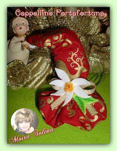 """Cappellino natalizio portafortuna con cent. di euro. Realizzato su di una castagna, si puo' appendere. Mi trovi su FACEBOOK: """"Le Bambole di Moira Solena"""" https://www.facebook.com/LeBamboleDiMoiraSolena/"""