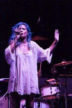 there is no limit to the number of pictures I will have of Halsey on my Pinterest .