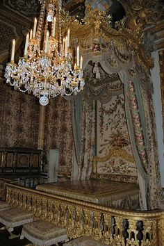 Versailles Palace royal bedroom chandelier