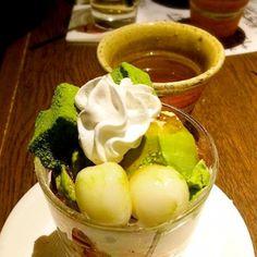 白玉と抹茶アイス&抹茶粉末に黒蜜と、正にジャパニーズスウィーツでございます。 緑茶と相性ぴったり(〃▽〃) - 40件のもぐもぐ - ざ・日本的デザート♡ by honjosaeyQl