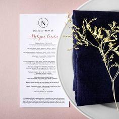 Noëlie   Calligraphique sur Instagram: Proposer un menu calligraphié est toujours une bonne idée pour allier élégance et personnalisation lors d'un événement ! Vous aimez… Grenade, Napkins, Menu, Banana, Tableware, Instagram, Blueberries, Menu Board Design, Dinnerware