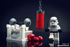 LEGO Star Wars.  Storm troopers exercising.  lego-star-wars-figurine-photography-30