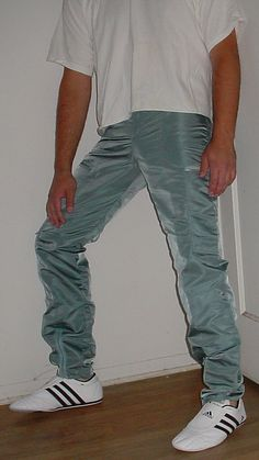 Look Cool, Fashion Pictures, Parachute Pants, Boys, How To Wear, Baby Boys, Senior Boys, Sons, Guys