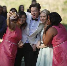 Image via We Heart It #gang #glee #pinkdress #tv #wedding #whitedress #whitesuit #amberriley #jennaushkowitz #chordoverstreet #beccatobin #friends #beautiful #selfie