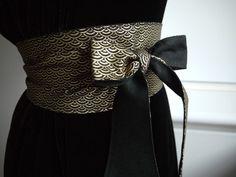 Ceinture obi, style ceinture japonaise Elle est réversible :  - d'un côté c'est un liberty japonais dessins écailles or sur fond noir - de l'autre c'est un lin noir  Dimen - 11998923