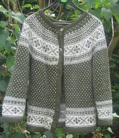 Ravelry: Project Gallery for 19603 Setesdal Sweater with Embroidered Flower pattern by Ane Sæthre stranded yoke Fair Isle Knitting Patterns, Fair Isle Pattern, Knit Patterns, Double Knitting, Free Knitting, Norwegian Knitting, Vintage Knitting, Embroidered Flowers, Mantel