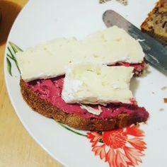 Rote Beete mit Käse. An manchen Tagen könnte man meinen ich sei immer noch schwanger. Ich bin aber nur hungrig.#mamablog #elternblog #familienblog #papablog