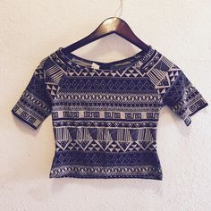 Aztec Design Croptop Sz medium Brand New with tags is this super cute tribal crop top!  It is a size medium!  Super cute! Tops