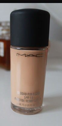 Mac studio fix foundation! Medium to full coverage, my favourite foundation by far. It has a good staying power. You don't need to set if you want more of a dewy finish. It's truly amazing!