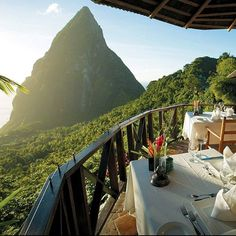 What an awesome compliment! Ladera Resort's Dasheene was named one of the top 50 Breathtaking restaurant views by Foodbeast!