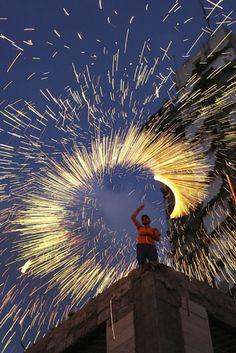 Fajerwerki w Strefie Gazy, rozpalone z okazji Ramadanu. http://www.tvn24.pl/zdjecia/zdjecie-dnia,31565,lista.html