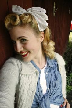 Such perfect hair! She's adorable. #vintagehair