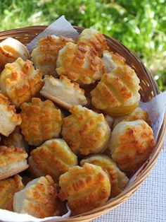 Potato Salad, Cauliflower, Biscuits, Potatoes, Vegetables, Ethnic Recipes, Foods, Cakes, Drink