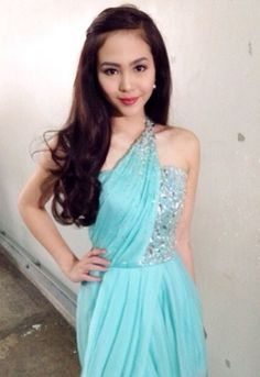 She looks like someone! Blue Gown, Best Fan, Beauty Hacks, Beauty Tips, Pastel Blue, Girl Crushes, Celebrity Pictures, Salvador, Asian Woman