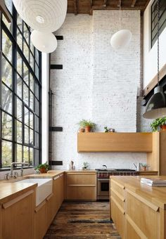 Home Interior Design — Double height kitchen with steel framed windows. Home Interior, Kitchen Interior, Interior Architecture, Interior Plants, Interior Shop, Interior Modern, Home Decor Kitchen, Home Kitchens, Diy Home Decor