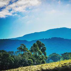 ¡QUÉ BELLEZA! | Desde Tafí Viejo, los cerros pueden verse con un imponente tono de azul. . La 📸 es de @ferchester512 . #tucuman #tucumano… Mountains, Instagram, Nature, Travel, Shades Of Blue, Blue Nails, Traveling, Beauty, Pictures