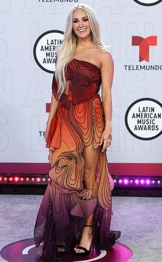Carrie Underwood from Latin AMAs 2021: See Every Star on E! Online Latin American Music, American Music Awards, Stylish Dresses For Girls, Nice Dresses, Carrie Underwood Pictures, Butterfly Dress, Cutout Dress, Red Carpet Looks, Red Carpet Fashion