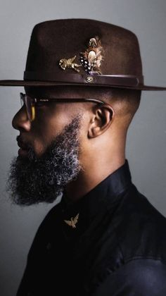 It seems like everyone has their beard together except you, right? Find out what these men are doing to maintain their beard. Black Men Beards, Handsome Black Men, Black Man, Mens Dress Hats, Men Dress, Stylish Hats, Stylish Men, Beard Game, Outfits With Hats
