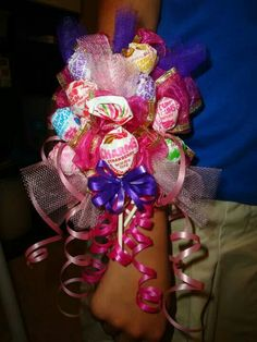 Lollipop Corsage for My Princess Homemade Gifts, Diy Gifts, Candy Arrangements, Daddy Daughter Dance, Candy Crafts, Homemade Valentines, Candy Bouquet, Diy Wreath, Wreaths