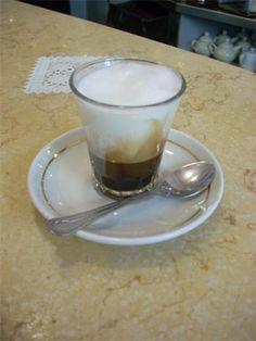 caffé al vetro schiumato (coffee in a glass with foam)