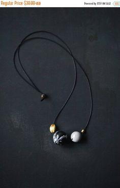 VENTA collar geométrica y moderna joyería oro gris por BlueBirdLab