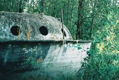 This mysterious abandoned ship is tucked away on the riverbank of Collins Beach on Sauvie Island. Oregon Vacation, Oregon Road Trip, Oregon Trail, Oregon Coast, Abandoned Ships, Abandoned Places, Places To Travel, Places To See, Visit Oregon