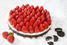 Fruchtige Schokokeks-Torte mit Frischkäse und Erdbeeren  450 g Oreo-Kekse 150 g Butter (geschmolzen) 600 g Frischkäse 300 g Naturjoghurt 1 Päckchen Tortenguss (klar) 50 g Zucker 2 Päckchen Vanillinzucker 1 kg frische Erdbeeren 1 Päckchen Tortenguss (rot)  Das Rezept gibt's in der ALDI Inspiriert Ausgabe 03/2016 - S. 47- http://catalog.aldi.com/emag/de_DE/print/ALDI_inspiriert_0316_V2/