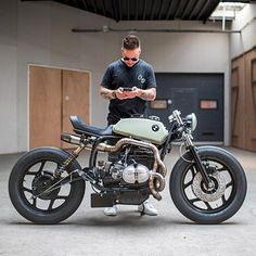 """@arjanvandenboom from Ironwood Motorcycles checking out @caferacersofinstagram with his recent build """"The Mutant"""", an aggressive BMW R80. Notice the exhaust work done by @pisanggoreng1980 Thanks for the photos, more to come! . Photo by @paul_vanml. . . #croig #caferacersofinstagram #caferacer"""